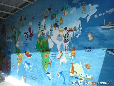 世界地图是小学校园内常见的壁画